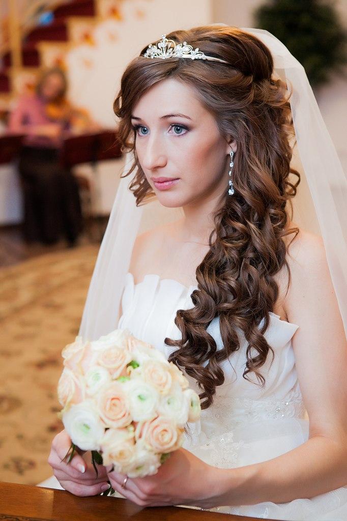 Фото свадебной прически с диадемой